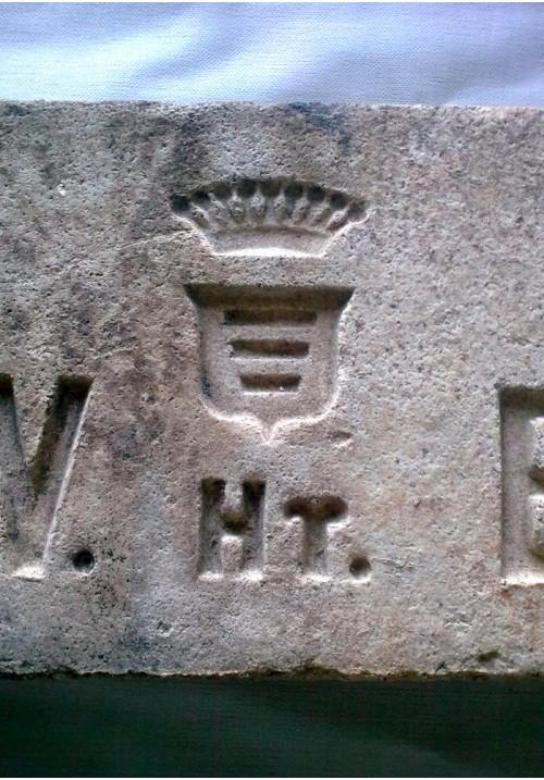 Кирпич XIX в. с клеймом для украшения печи или камина